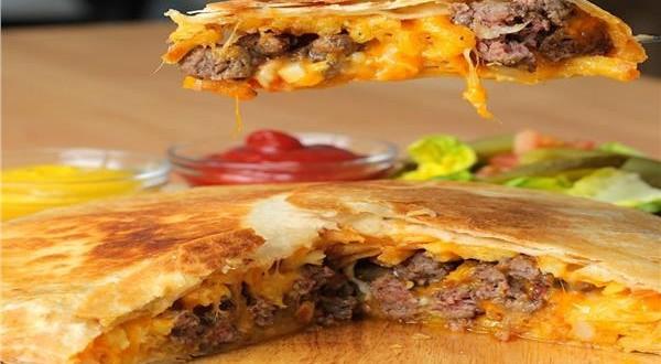 طبق اليوم .. «تورتيلا البطاطس والبرجر والجبن»